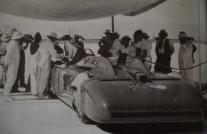 Preparation on the Salt Flats 03.09.1935 Bluebird 2500hp broke 300mph and Malcolm took the record
