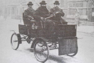 early 1901 White Steamer included chain drive and tiller steering