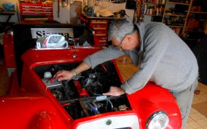Alan multi-tasking by re wiring the lighting back to the loom and then replacing the SU carb return spring so a steady idle is achieved