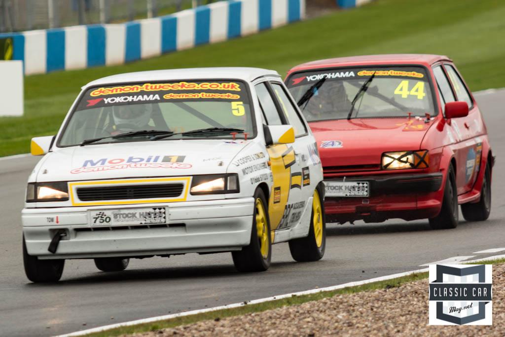 #5 E.Cooper - Vauxhall Nove GSi leads #44 A.Fellows - Ford Fiesta XR2